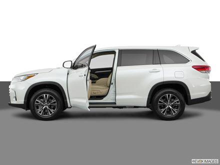 Used 2017 Toyota Highlander  [VIN: 5TDJZRFH4HS454854] for sale in Braintree, Massachusetts