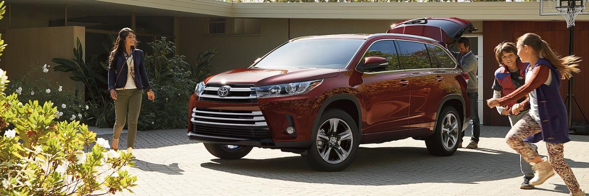 2018 Toyota Highlander XLE vs  Limited Platinum | Braintree, MA