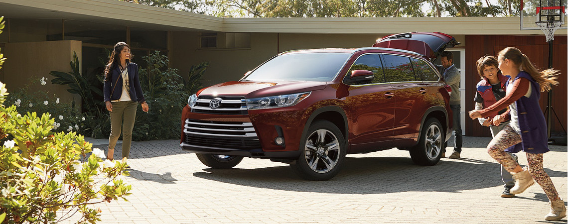 2018 Toyota Highlander available in Braintree, MA